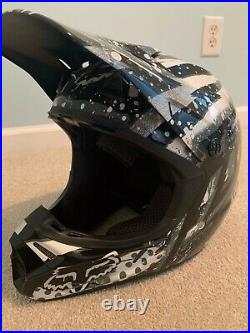 Fox V3 carbon helmet, SizeLarge (Brand New) $50/off