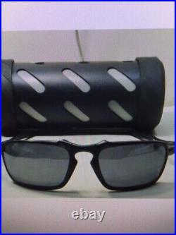 Oakley Badman 6020-01 Dark Carbon Black Iridium Polarized Sunglasses BRAND NEW